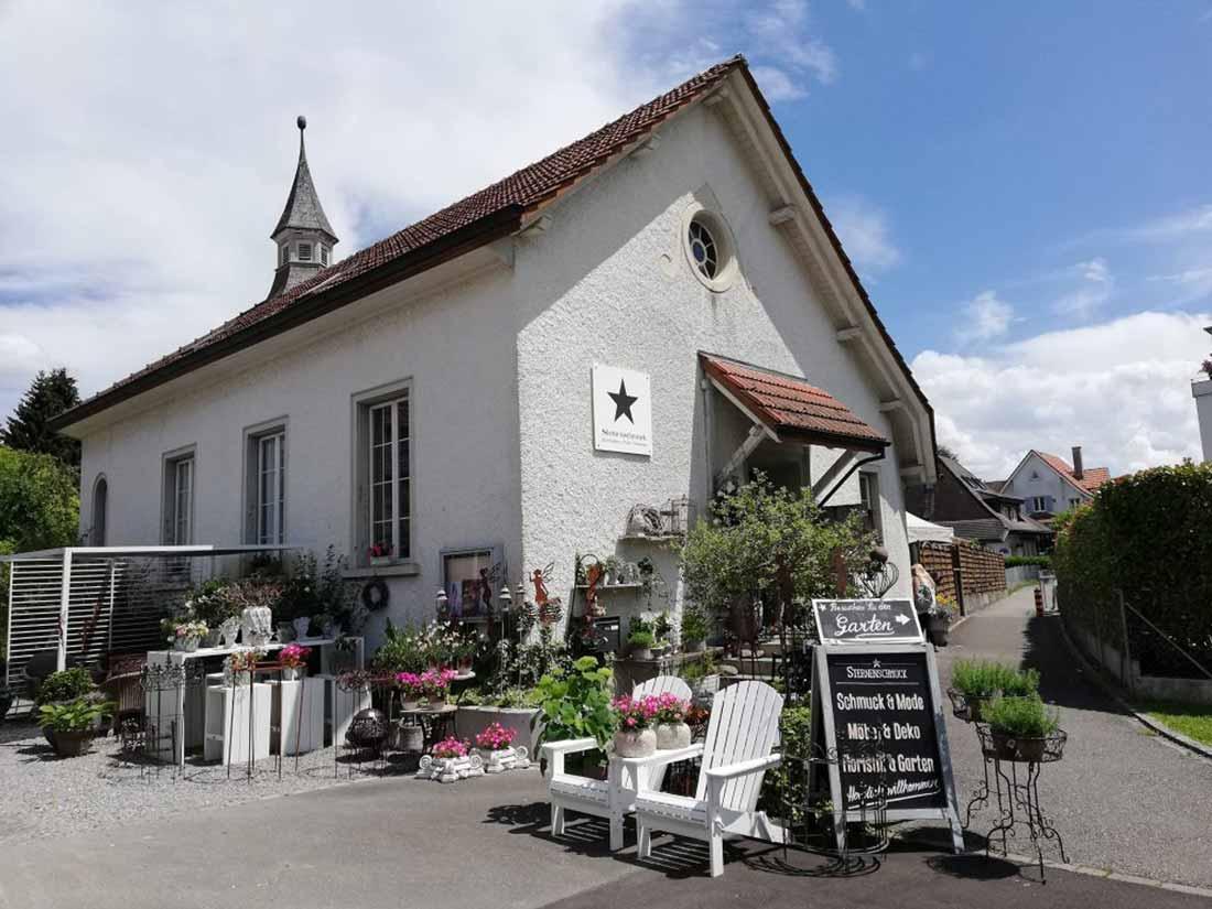 Bild-Kapelle-Sternenschmuck-1100x825