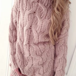 flauschiger Pullover mit Zopfmuster