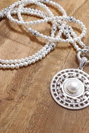 stilvolle Perlenkette lang
